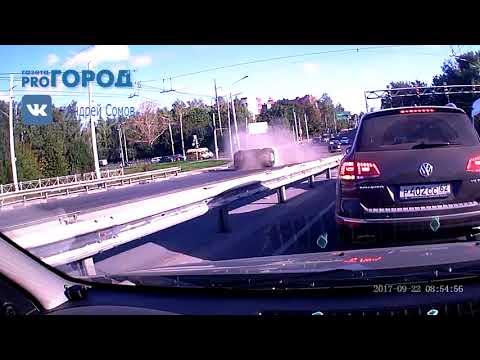 На Московском шоссе перевернулся внедорожник — видео