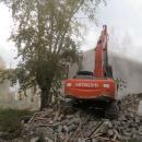 Сносят аварийный дом на ул. Кирова в Бердске