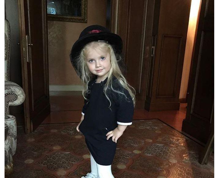 Дочь Пугачевой и Галкина начала носить наряды мамы