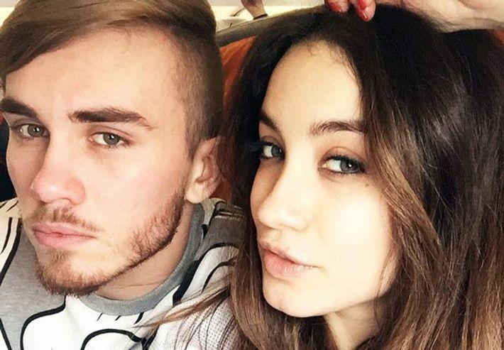 Виктория Дайнеко не пускает бывшего мужа и его родителей к дочери