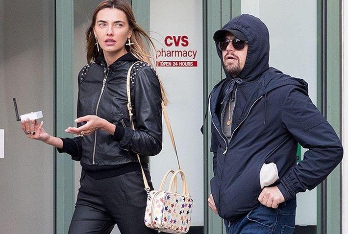 Леонардо Ди Каприо заметили на прогулке с украинской моделью