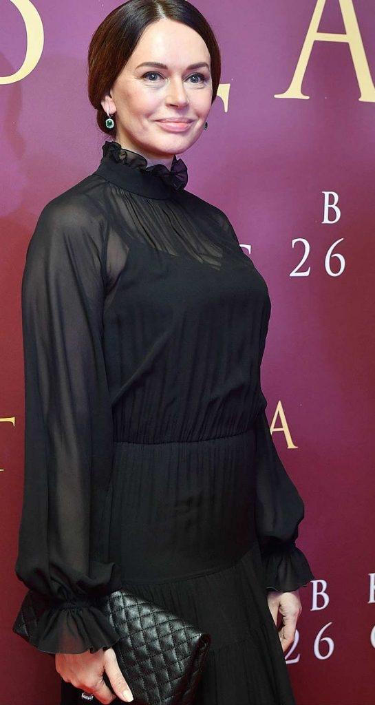 «Беременна или поправилась»: фанаты недоумевают по поводу раздавшейся фигуры Ирины Безруковой. Фото