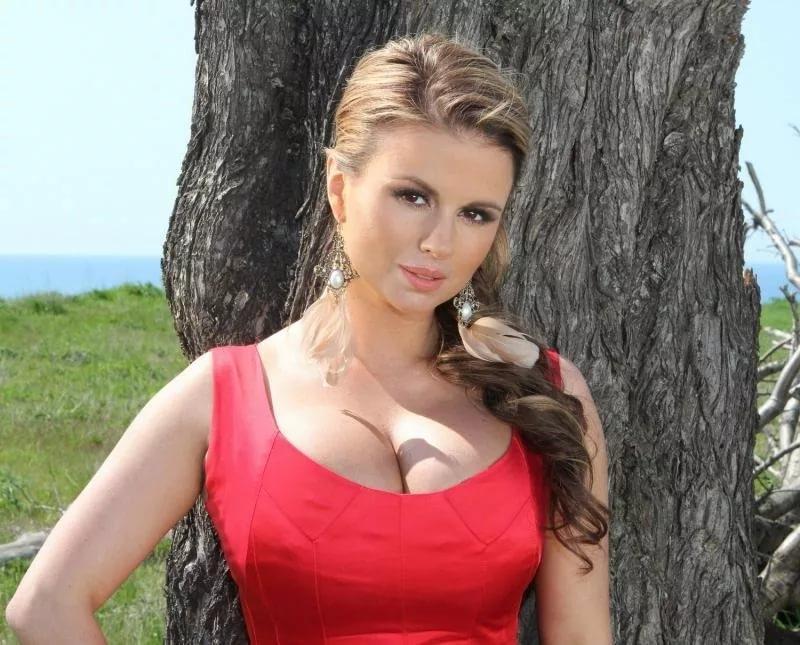 Анна Семенович наконец-то рассказала о своем греческом возлюбленном