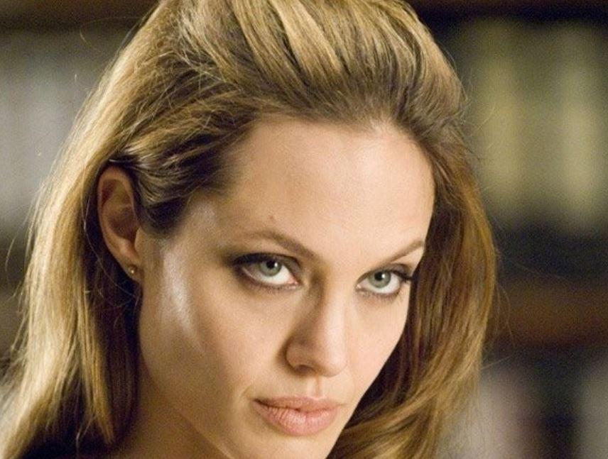 СМИ начали подозревать Анджелину Джоли в новом романе