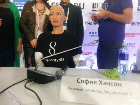 Первую в мире электронную женщину научили русскому языку в Академгородке