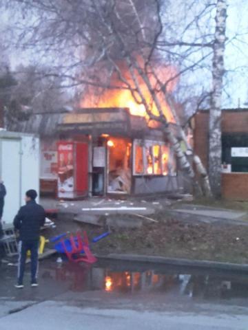 Сгорел киоск хот-догов на Цветном проезде в Академгородке