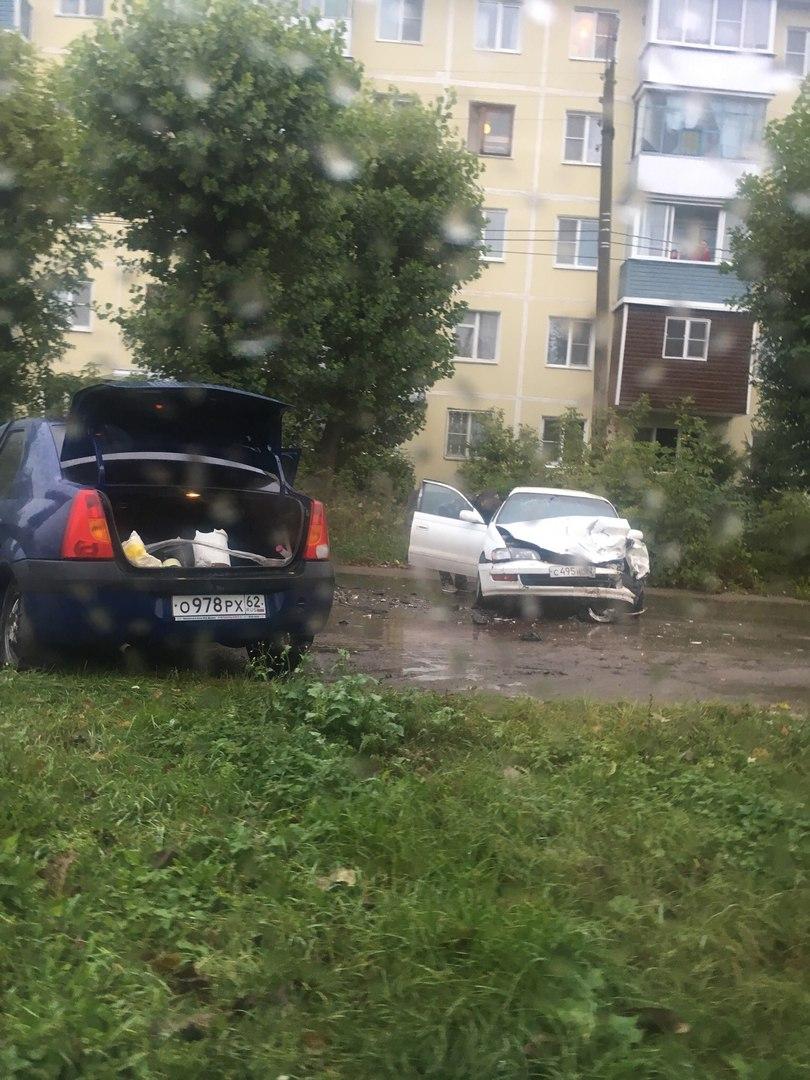 ДТП в Приокском - столкнулись два легковых автомобиля