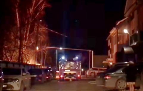 Строительный вагончик горел в Ясной поляне в Бердске