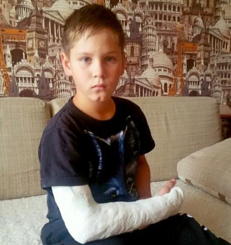 Третьекласснику потребуется две операции после ЧП на детской горке в Бердске