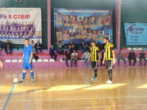Пять команд стали аутсайдерами в турнире по мини-футболу в Бердске