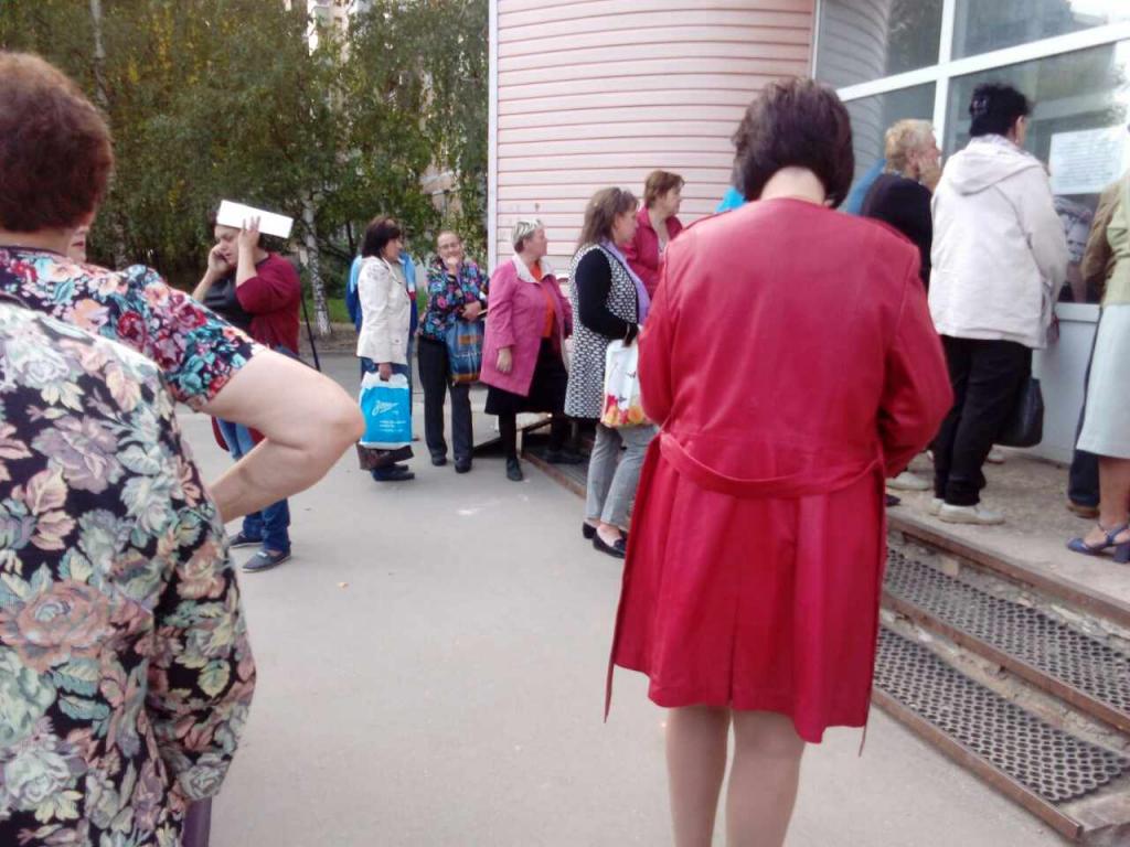 Жуткие очереди в КВЦ - рязанцы стремятся платить за коммуналку без пеней