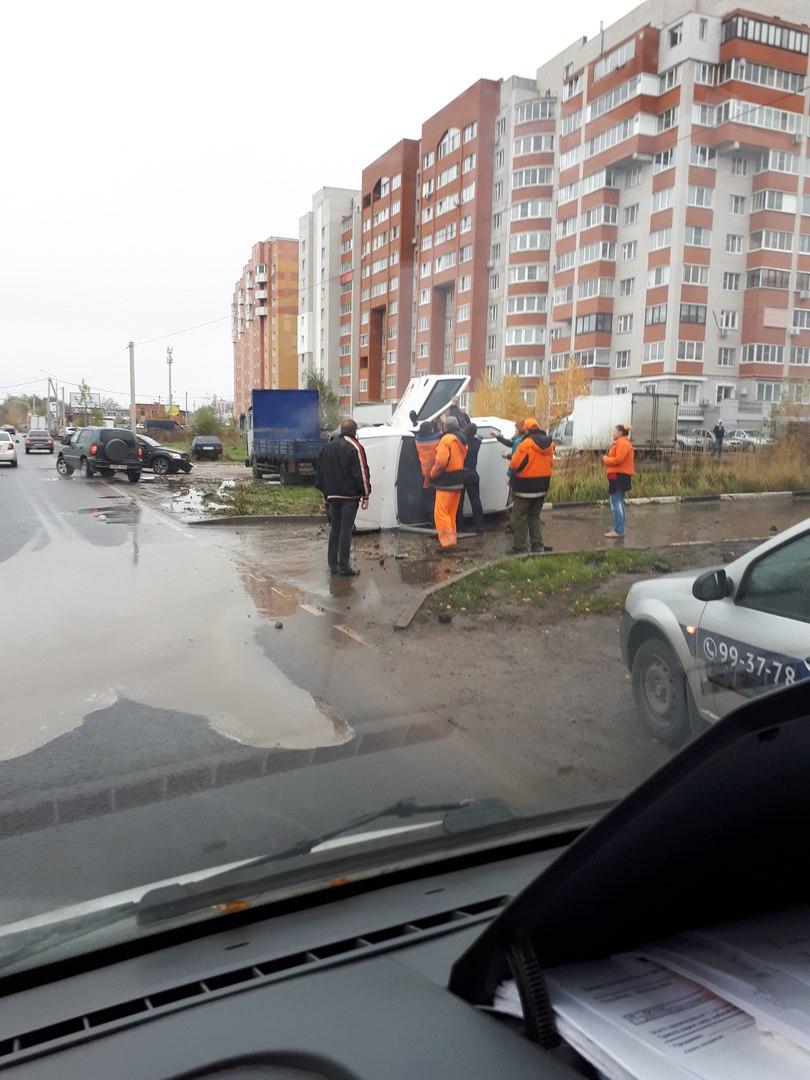 В Дашково-Песочне, на улице Большой, перевернулся автомобиль