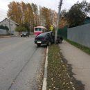 ДТП на улице Новой — легковушка врезалась в столб