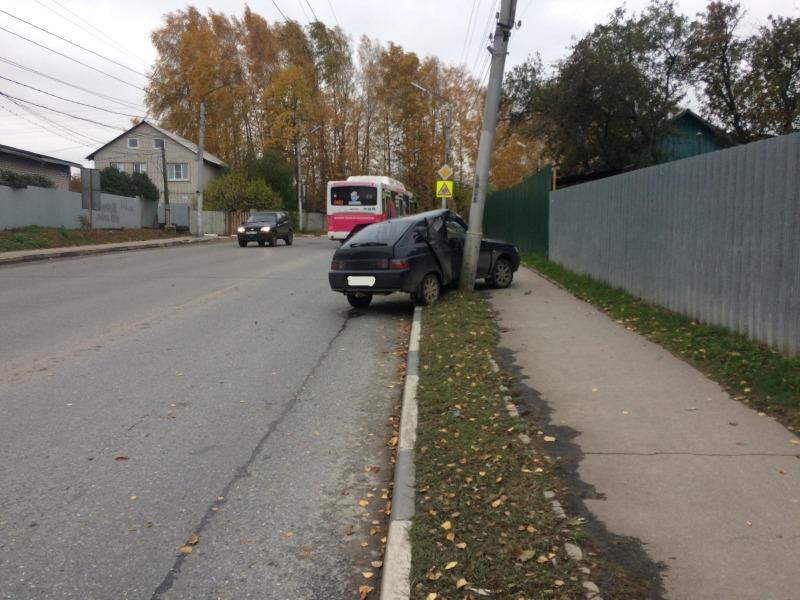 ДТП на улице Новой - легковушка врезалась в столб