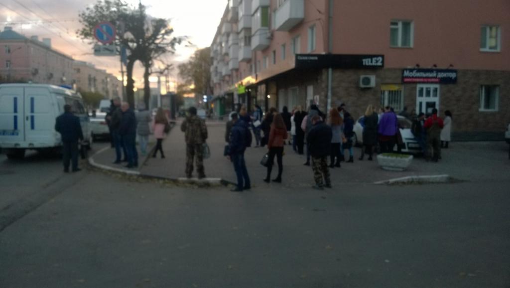В Рязани из-за подозрительного свертка эвакуировали здание. Видео