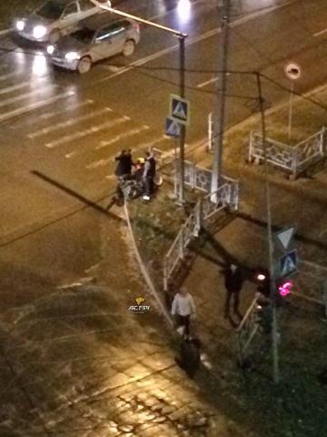 Нога мотоциклиста застряла в колесной арке авто при ДТП в Бердске
