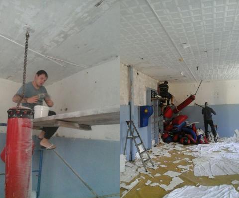 Борцы сами восстанавливают зал единоборств после пожара в ДЮСШ «Авангард»