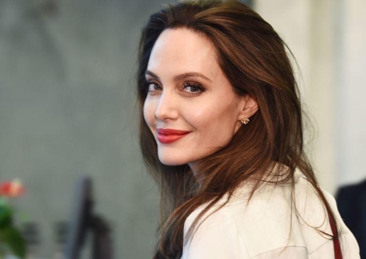 СМИ узнали о тайной помолвке Анджелины Джоли