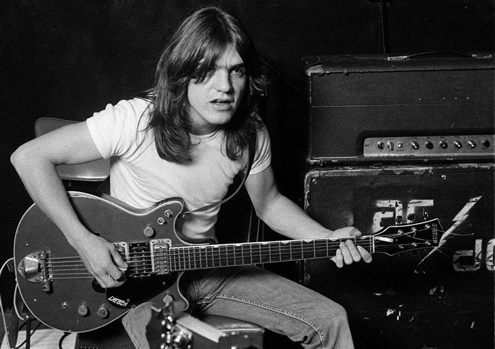 Умер гитарист AC/DC Малькольм Янг