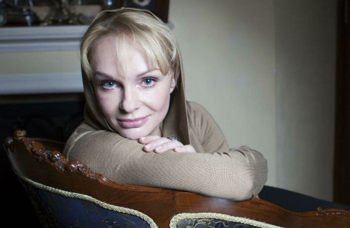 Суд наложил арест на недвижимость вдовы Евгения Евстигнеева