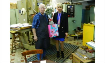 Старейшего работника института ядерной физики СО РАН поздравили с днём рождения