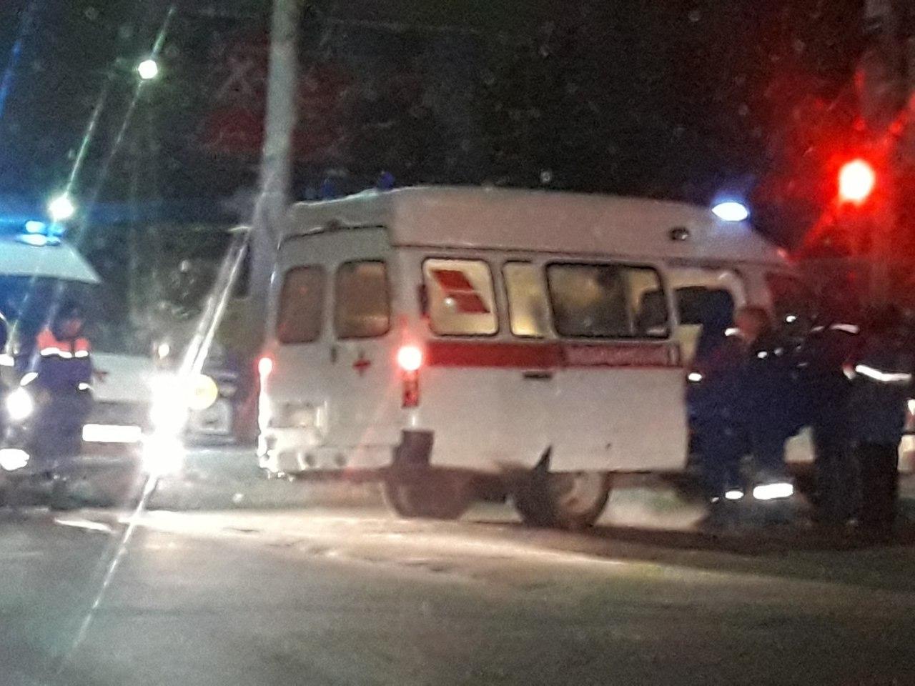 На проезде Шабулина столкнулись Тойота и Рено, пострадали люди