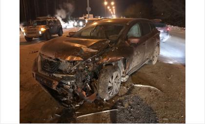 ДТП: три автомобиля попали в страшную аварию у клиники Мешалкина