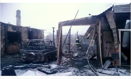 Три дома и два автомобиля сгорели за утро в Бердске