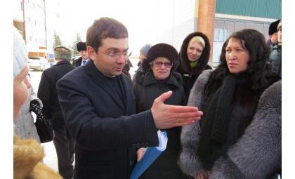 Чибис пригрозил прокуратурой мэру Бердска за качество ремонта дворов