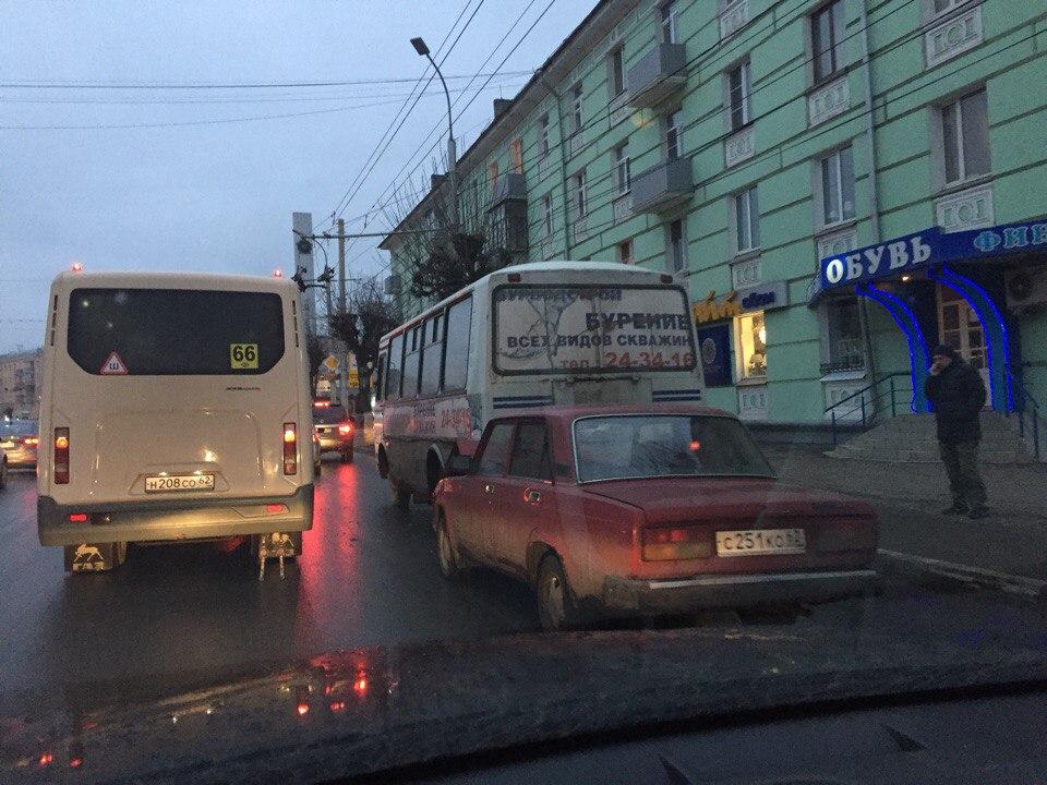 На Первомайском проспекте столкнулись «семерка» и ПАЗик