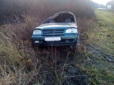 Под Рязанью «Нива» съехала в кювет и перевернулась — пострадал водитель