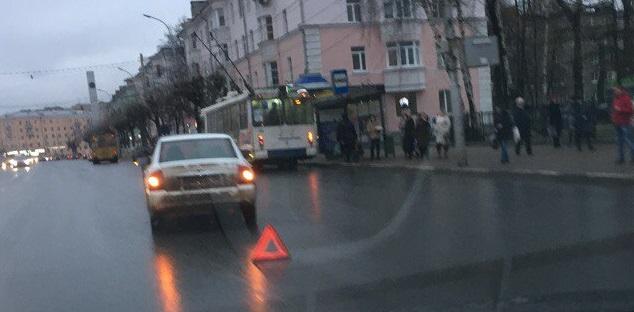 ДТП на Первомайском проспекте — в «Ауди» врезалась «Приора»