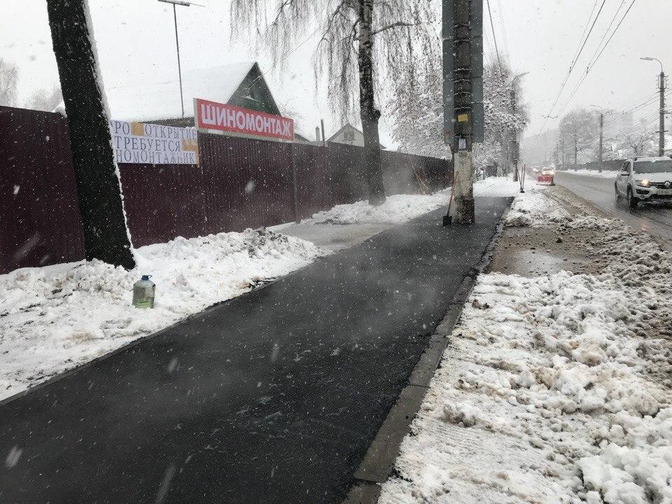 В Рязани начали массово асфальтировать сугробы