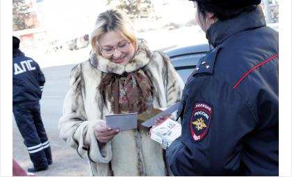Водители Бердска, знающие ПДД, получили от ГИБДД билеты в цирк