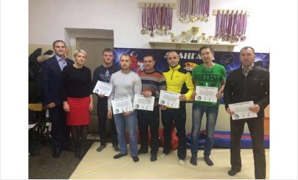 Спортивных меценатов благодарят борцы бердского КСЕ «Авангард»