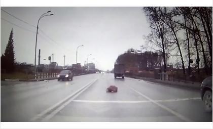 В кому впал сбитый на трассе в Бердске неизвестный мужчина