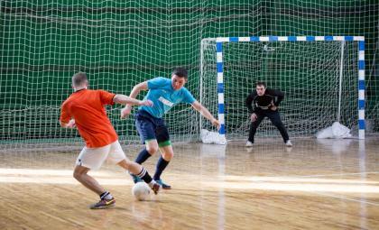 Без сюрпризов прошёл тур по мини-футболу в Бердске