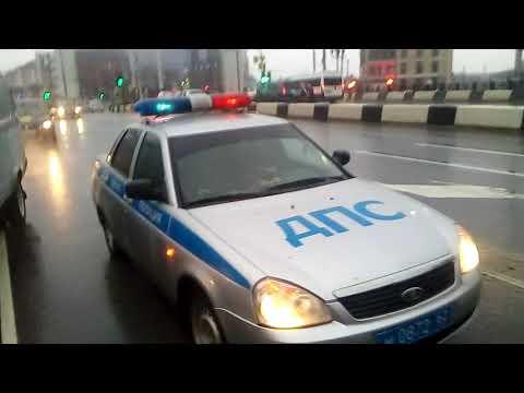 В центре Рязани сотрудники ДПС перекрыли дорогу водителю фуры