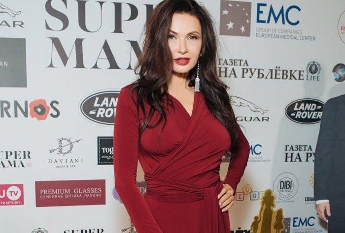 Эвелину Бледанс раскритиковали за отсутствие нижнего белья
