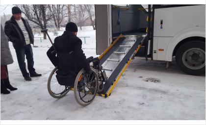 Тест-драйв: 48-летний инвалид проехал на единственном в Бердске автобусе с пандусом