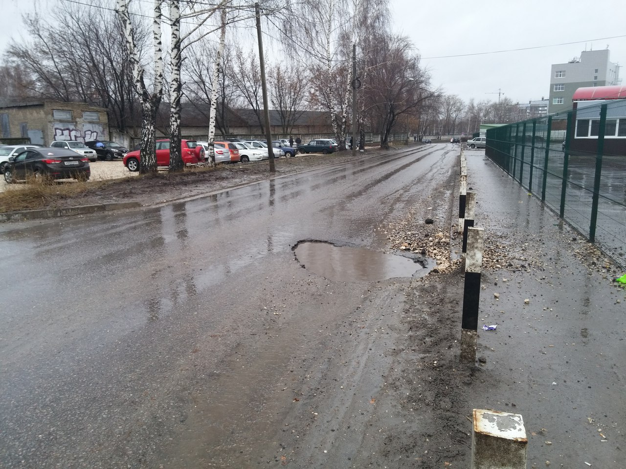 На Михайловском шоссе можно оставить в яме колесо