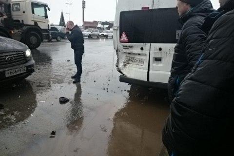 Массовое ДТП возле ТРЦ «Круиз» — столкнулись два автомобиля и маршрутка
