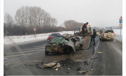 78-летний водитель из Бердска пострадал в лобовом столкновении с фурой