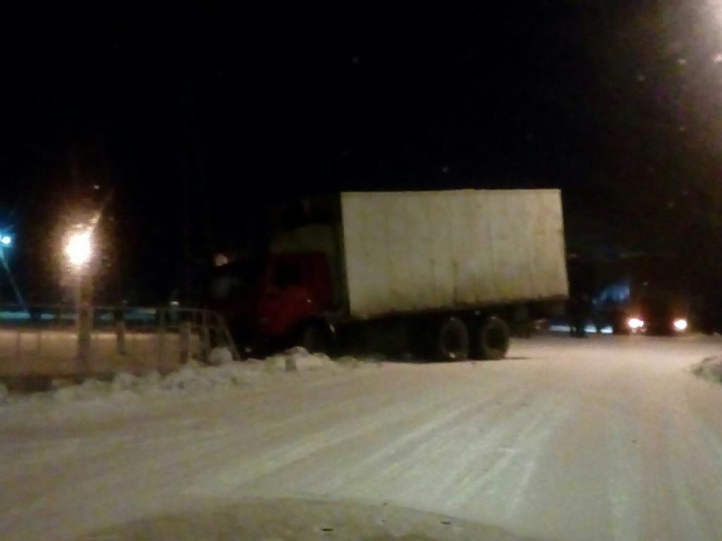 ДТП под Рязанью — грузовик врезался в дорожное ограждение