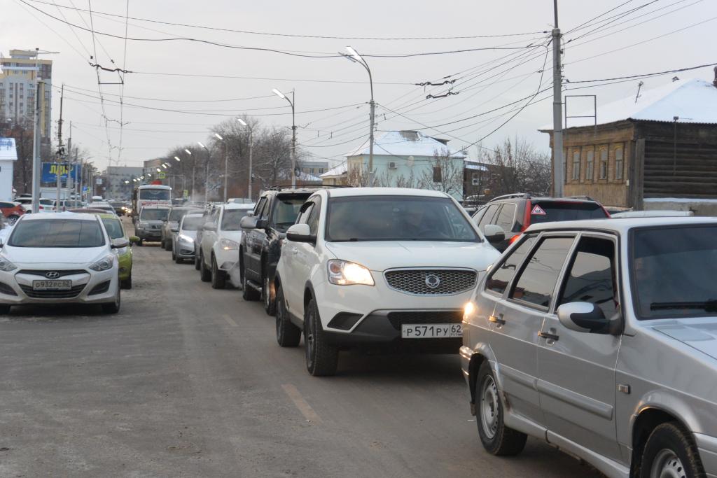 Движение в центре Рязани оказалось парализовано из-за ДТП