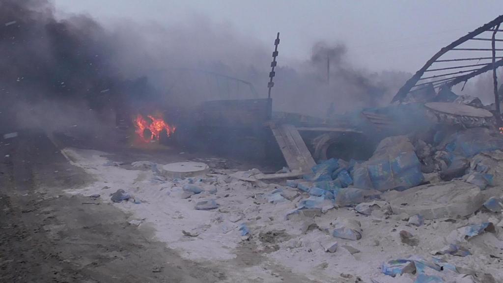 Под Михайловом столкнулись и загорелись два грузовика, есть погибший
