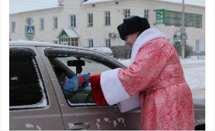 «Полицейский Дед Мороз»поздравил искитимцев с Новым годом