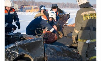 МЧС спасает автомобилистов в дорожном заторе в Мочище