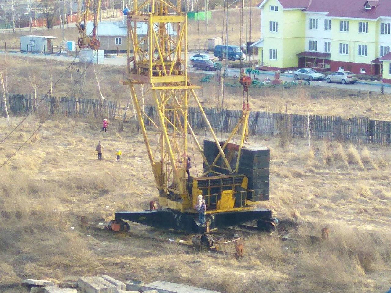 Народное фото — в Рыбном рухнул башенный кран