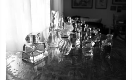 Кража парфюма привела девушку к 100 часам обязательных работ